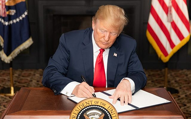 US President Donald J. Trump signs an executive order on Iran Sanctions at Trump National Golf Club, August 5, 2018, in Bedminster Township, New Jersey.  (Official White House Photo by Shealah Craighead)