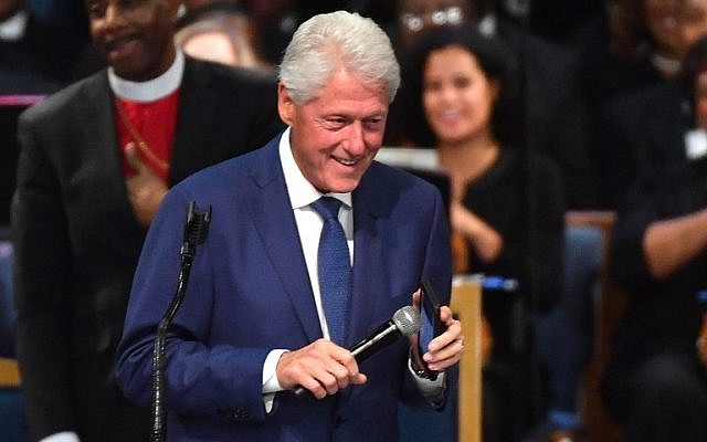 Former US President Bill Clinton plays an Aretha Franklin song on his phone during Franklin's funeral at Greater Grace Temple on August 31, 2018 in Detroit, Michigan. (AFP PHOTO / Angela Weiss)