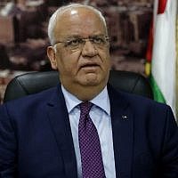 Saeb Erekat speaks to journalists in the West Bank city of Ramallah, on September 1, 2018. (AFP/Ahmad Gharabli)