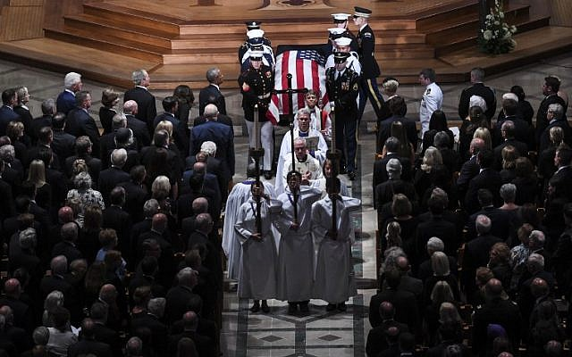 The casket of  the late US Senator John McCain, Republican of Arizona, is carried out after the National Memorial Service at the Washington National Cathedral in Washington, DC, September 1, 2018. (AFP PHOTO / SAUL LOEB)