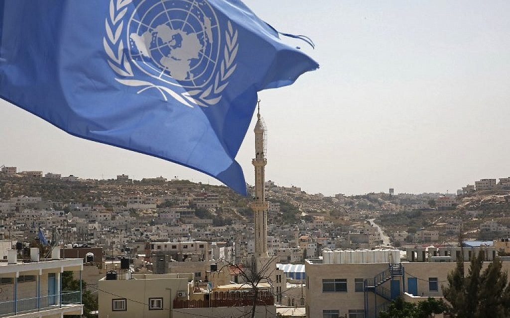 The UN flag at the Fawwar Palestinian refugee camp, southern West Bank, near Hebron, on September 2, 2018. (AFP PHOTO / HAZEM BADER)