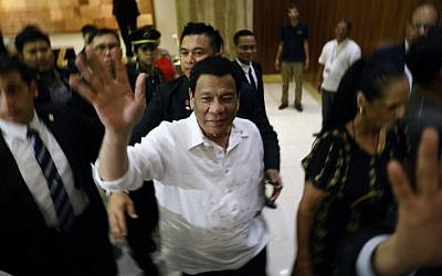The president of the Philippines Rodrigo Roa Duterte (C) waves upon his arrival in Jerusalem at the start of an official visit to Israel, on September 2, 2018. (AFP PHOTO / MENAHEM KAHANA)