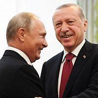 Russian President Vladimir Putin (L) shakes hands with his Turkish counterpart Recep Tayyip Erdogan during their meeting in Tehran, Iran, on September 7, 2018 (AFP Photo/Pool/Kirill Kudryavtsev)