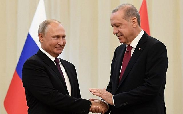 Russia's President Vladimir Putin (L) shakes hands with his Turkey's counterpart Recep Tayyip Erdogan during their meeting in Tehran on September 7, 2018. (AFP PHOTO / Kirill KUDRYAVTSEV)