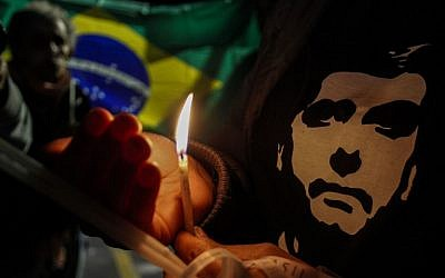 Supporters of Brazilian right-wing presidential candidate Jair Bolsonaro, light candles in the front of the Albert Einstein Hospital in Sao Paulo, where he was admitted on September 7, 2018, after being stabbed while campaigning in Juiz de Fora, Minas Gerais State. (AFP PHOTO / Miguel SCHINCARIOL)