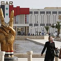 Visitors arrive at the Damascus International Fair in the Syrian capital on September 9, 2018. (LOUAI BESHARA/AFP)