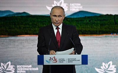 Russian President Vladimir Putin gives a speech at the plenary session of the Eastern Economic Forum in Vladivostok on September 12, 2018. (AFP PHOTO / Kirill KUDRYAVTSEV)