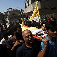 Palestinian mourners carry the body of 12-year-old Palestinian boy Shady Abdel Aal, who was killed during a protest at the Israel-Gaza border fence September 15, 2018. (AFP PHOTO / SAID KHATIB)