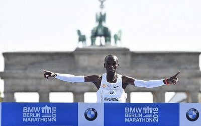 Kenya's Eliud Kipchoge crosses the finish line to win the Berlin Marathon setting a new world record on September 16, 2018 in Berlin.  (AFP PHOTO / John MACDOUGALL)