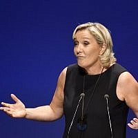 Leader of France's Rassemblement National (RN) far-right political party Marine Le Pen gestures as she delivers a speech at a meeting in Fréjus, southern France on September 16, 2018. (AFP PHOTO / YANN COATSALIOU)