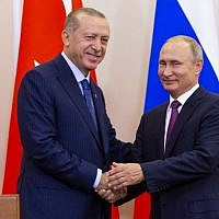 Russian President Vladimir Putin (R) shakes hands with Turkish President Recep Tayyip Erdogan after their joint press conference following the talks, in the Bocharov Ruchei residence in the Black Sea resort of Sochi in Sochi on September 17, 2018. (AFP PHOTO / SPUTNIK / Alexander Zemlianichenko)
