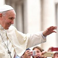 Pope Francis waves at the faithful attending his weekly general audience at the Saint Peter's square, on September 19, 2018, in the Vatican. (AFP/Alberto Pizzoli)