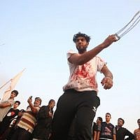Shiite Muslims flagellate themselves as they mark Ashura, on September 20, 2018 in Iraq's southern city of Basra.(AFP PHOTO / Haidar MOHAMMED ALI)