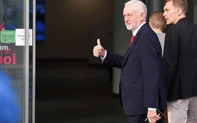 Britain's opposition Labour Party leader Jeremy Corbyn gestures as he arrives with Labour Party's Executive Director of Strategy and Communications Seamas Milne (R) to give an interview to the BBC at the Museum of Liverpool on September 23, 2018, the official opening day of the annual Labour Party Conference. ( AFP PHOTO / Paul ELLIS)