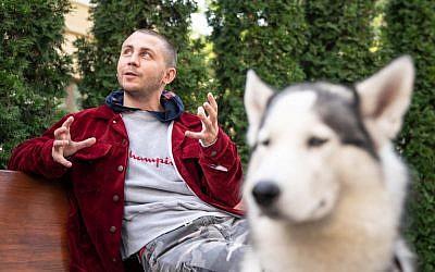 Ukrainian fashion designer Anton Belinskiy speaks during an interview with AFP in Kiev on September 18, 2018. (AFP Photo/Volodymyr Shuvayev)