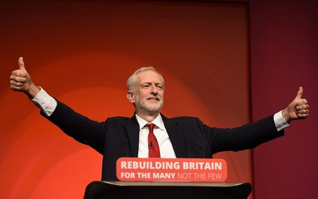 Britain's opposition Labour Party leader Jeremy Corbyn gives a thumbs up as he addresses delegates on the final day of the Labour party conference in Liverpool on September 26, 2018. (AFP PHOTO / Oli SCARFF)