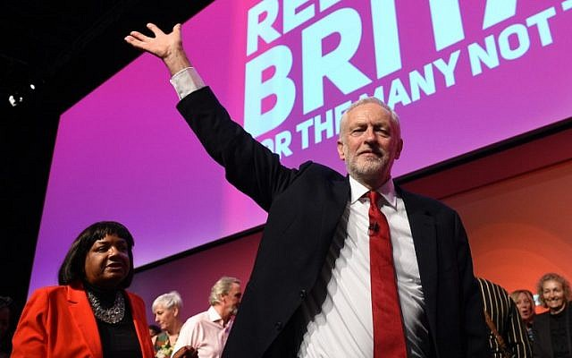 Britain's opposition Labour Party leader Jeremy Corbyn waves to delegrates after giving his keynote speech on the final day of the Labour party conference in Liverpool, northwest England on September 26, 2018. (AFP PHOTO / Oli SCARFF)