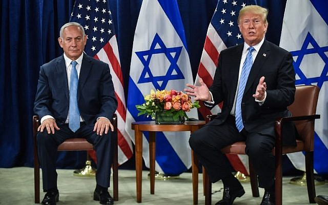 US President Donald Trump (R) meets with Prime Minister Benjamin Netanyahu on September 26, 2018 in New York on the sidelines of the UN General Assembly.  (AFP PHOTO / Nicholas Kamm)