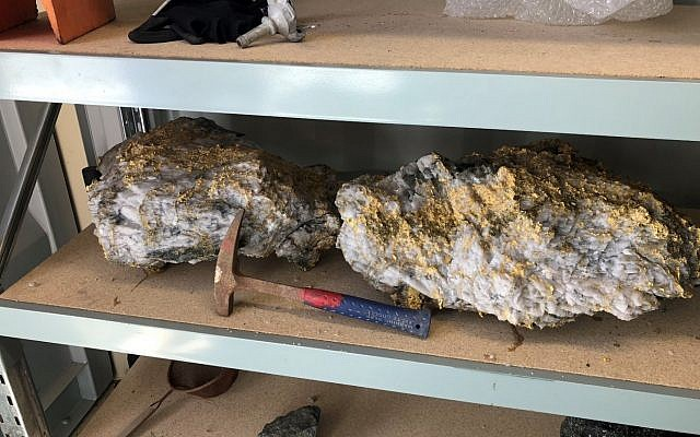 Gold-laced rocks found unearthed at the Beta Hunt mine in Western Australia in September 2018. (CNW Group/RNC Minerals)