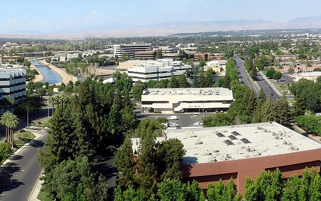 A panoramic view of Bakersfield, California, taken from Stockdale Tower, the tallest building in the city, facing east/northeast. (Wikipedia/Bobak Ha'Eri/CC BY)