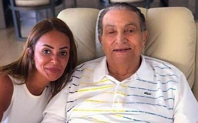 Former Egyptian president Hosni Mubarak (R) in a photo that went online on August 31, 2018. (Twitter)