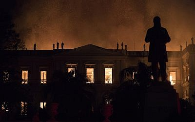 Flames engulf the 200-year-old National Museum of Brazil, in Rio de Janeiro, Sunday, Sept. 2, 2018. (AP Photo/Leo Correa)