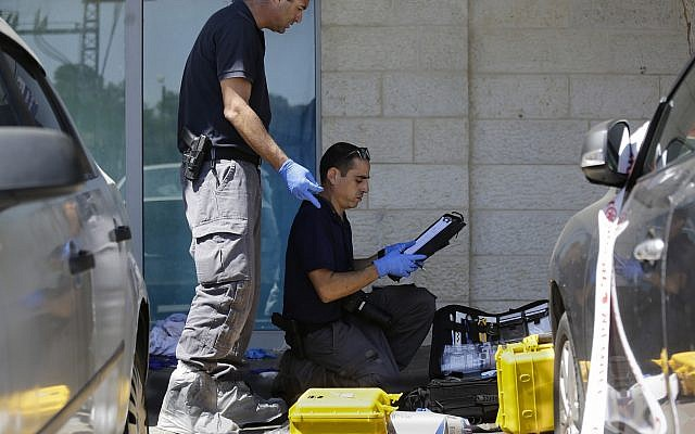 Police investigates at the scene of an terror attack where Ari Fuld was killed by a Palestinian teen in the West Bank settlement of Gush Etzion September 15, 2018. (AP Photo/Mahmoud Illean)