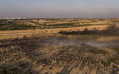Aerial view of protesters running from teargas fired by Israeli soldiers during a protest on the beach at the border with Israel near Beit Lahiya, northern Gaza Strip, September 17, 2018. (AP/Felipe Dana)