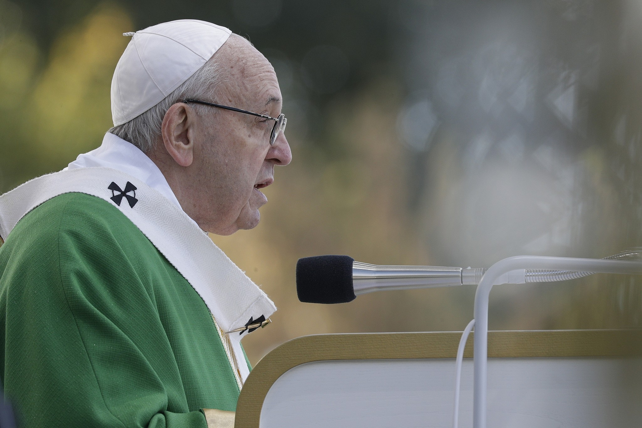 Act against 'any whiff' of resurgent anti-Semitism: Pope Francis