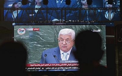 Palestinians follow PA President Mahmoud Abbas's speech at the annual UN General Assembly, on a large screen in the West Bank city of Ramallah, September 27, 2018. (AP Photo/Nasser Nasser)