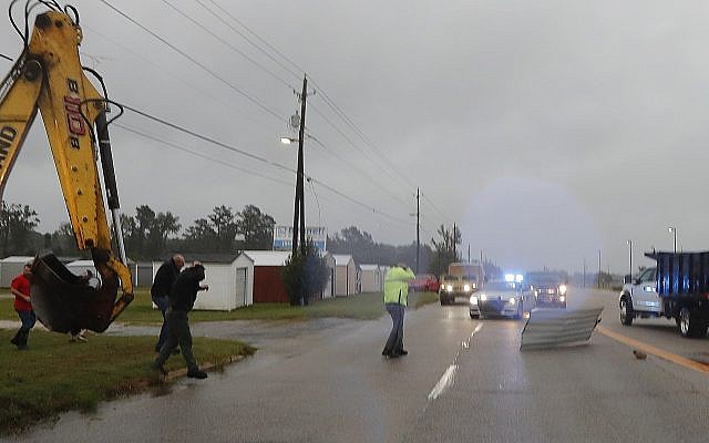 At least 4 dead as slow moving florence terrorizes for Triangle motor inn jacksonville nc