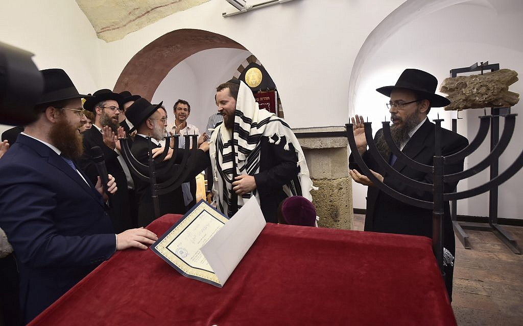 From left: Rabbis Slomo Koves, Benjamin Jacobs, Asher Faith, and Baruch Oberlander, at the dedication of the prayer space in the Medieval Jewish Prayer House in Budapest, September 6, 2018. (Márton Merész)