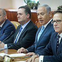 Prime Minister Benjamin Netanyahu (2r) leads the weekly cabinet meeting at the Prime Minister's Office in Jerusalem, on September 12, 2018. (Marc Israel Sellem/POOL)