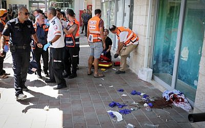 Medics arrive on the scene after an Israeli man was stabbed in a terrorist attack at a shopping mall next to the Gush Etzion Junction on September 16, 2018. (Gershon Elinson/FLASH90)