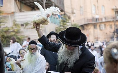 Ultra-Orthodox Jews perform the kaparot ritual on September 16, 2018, in the ultra- Orthodox neighborhood of Mea Shearim, in Jerusalem.  (Noam Revkin Fenton/Flash90)