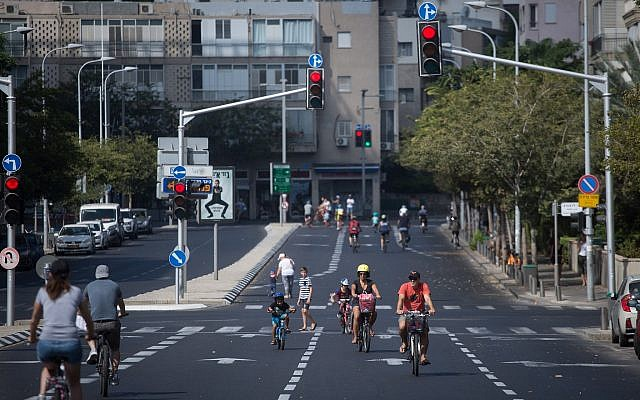 Israelis ride their bicycles along empty roads in Tel Aviv, on Yom Kippur, September 19, 2018 (Miriam Alster/Flash 90)