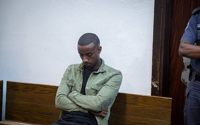 Israeli Premier League soccer player Yitzhak Asefa is brought to the Tel Aviv Magistrate's Court under suspicion of involvement in a hit-and-run collision that killed a 17-year-old boy in Tel Aviv on September 24, 2018. (Miriam Alster/Flash90)