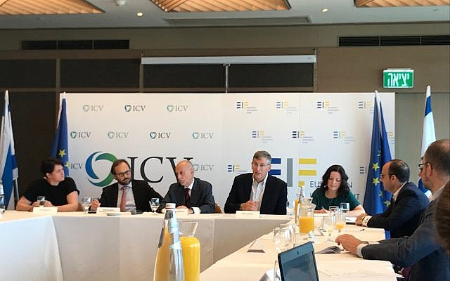 Pier Luigi Gilbert, the chief executive of the European Investment Fund, center, together with Meir Ukeles, to his right, a partner at Israel Cleantech Ventures at a press conference in Tel Aviv on Sept. 13, 2018 (Shoshanna Solomon/Times of Israel)