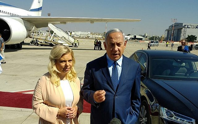 Prime Minister Benjamin Netanyahu (R) speaks to reporters at Ben Gurion Airport on September 25, 2018, before boarding a flight to New York for the United Nations General Assembly. (Raphael Ahren/Times of Israel)