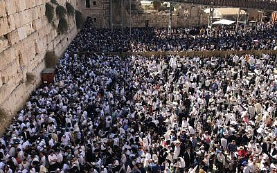 Thousands of people gather for the priestly benediction at the Western Wall, 26 September 2018 (Police Spokesman's Unit)