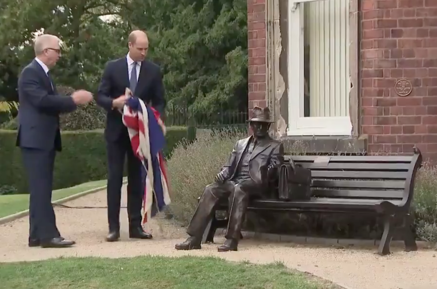 Prince William Unveils Statue For Spy Who Saved Jews From Holocaust