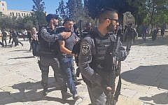 Police arresting a man on the Temple Mount in Jerusalem on September 18, 2018. (courtesy)