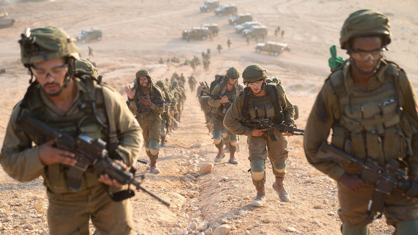 Paratroopers take part in an exercise simulating war with the Lebanon-based  Hezbollah terrorist group 3ade1eff54021