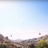 Artist's impression of cable cars crossing Jerusalem's Hinnom Valley, from a promotional video posted to YouTube.