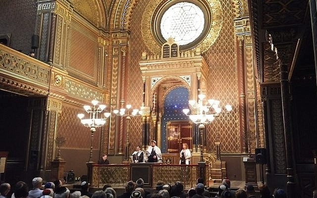 David Maxa delivers a sermon during Shabbat services at Prague's Spanish Synagogue during the European Union of Progressive Judaism's  biennial, April 2018. (Courtesy of Maxa/via JTA)