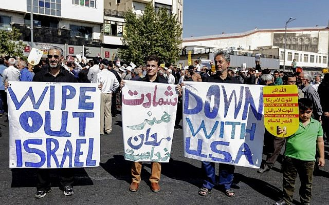 Iranians raise anti-US and anti-Israel signs during a demonstration following the weekly Muslim Friday prayer in the capital Tehran on September 28, 2018. (AFP / STRINGER)
