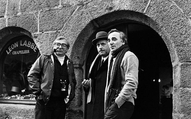 "In this file photo taken on January 20, 1982 French singer-songwriter Charles Aznavour (R) talks with French actor Michel Serrault (C) and director Claude Chabrol in Concarneau, on the set of the film ""Les fantome du chapelier"". (AFP PHOTO / JEAN-PIERRE PREVEL)"