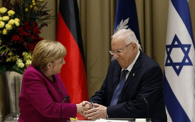 President Reuven Rivlin (right) shakes hands with German Chancellor Angela Merkel upon her arrival at the presidential compound in Jerusalem on October  4, 2018. (AFP PHOTO / GALI TIBBON)