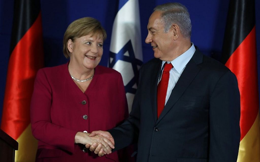 Prime Minister Benjamin Netanyahu (right) and German Chancellor Angela Merkel shake hands during a joint press conference at the King David Hotel in Jerusalem on October 4, 2018. (AFP Photo/Menahem Kahana)