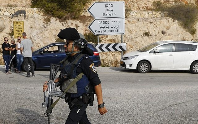 Israeli security forces gather at the site of a terror attack at the Barkan Industrial Park, near the northern West Bank settlement of Ariel, on October 7, 2018. (AFP Photo/Jack Guez)